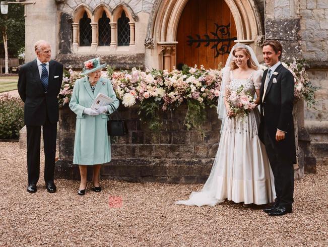 Il principe Andrea «epurato» dalle foto di nozze della figlia Beatrice