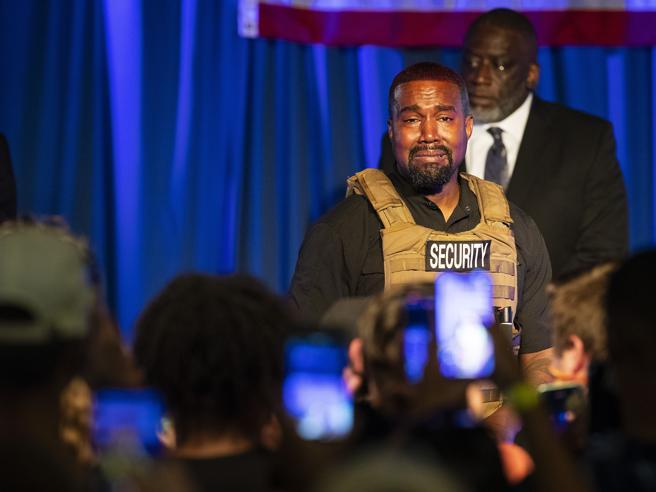 Il primo comizio di Kanye West: pianti, un giubbotto antiproiettile (e timori per la sua salute mentale)