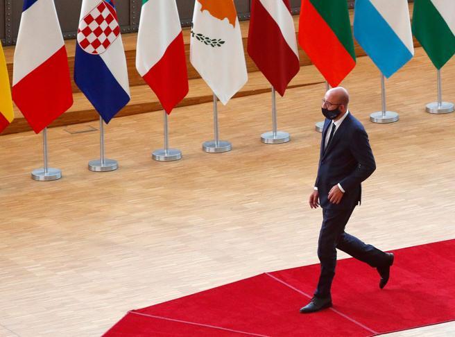 Recovery Fund, c'è l'accordo. Michel: l'Europa è più forte. Merkel e Macron placano i «frugali»