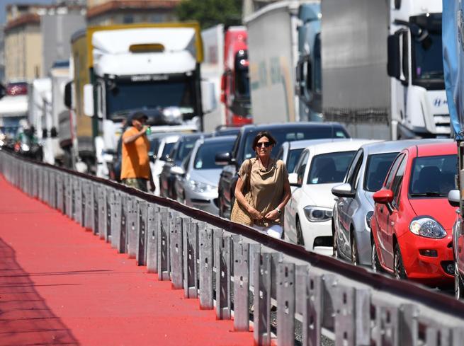 """Genova, inaugurato il ponte San Giorgio. Conte: """"L'Italia che riparte"""""""
