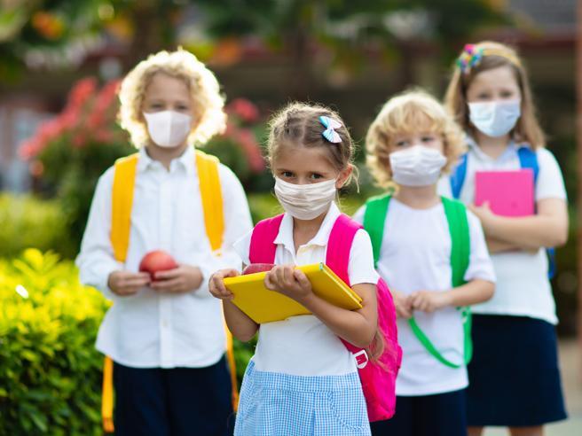 Coronavirus, i bambini sotto i 10 anni trasmettono il virus il 50% in meno degli adulti