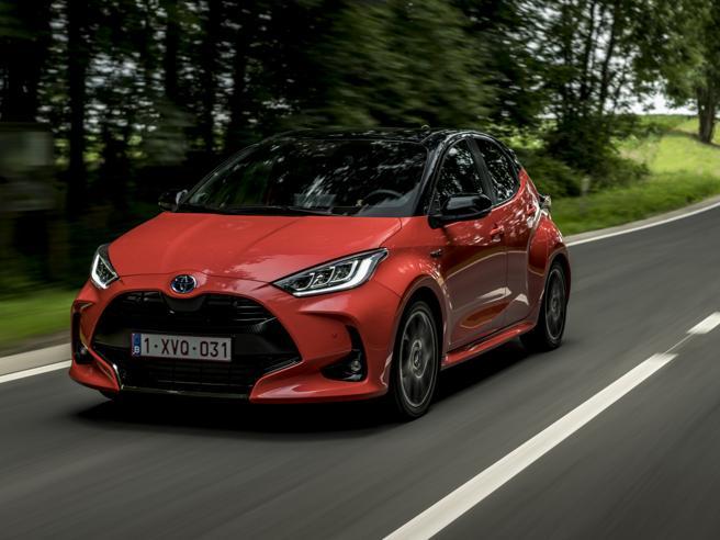 La sorpresa della nuova Yaris Hybrid: Rca gratis per i km in elettrico