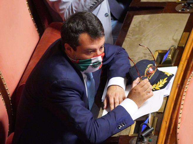 Processo Salvini, zona Tribunale interdetta al traffico