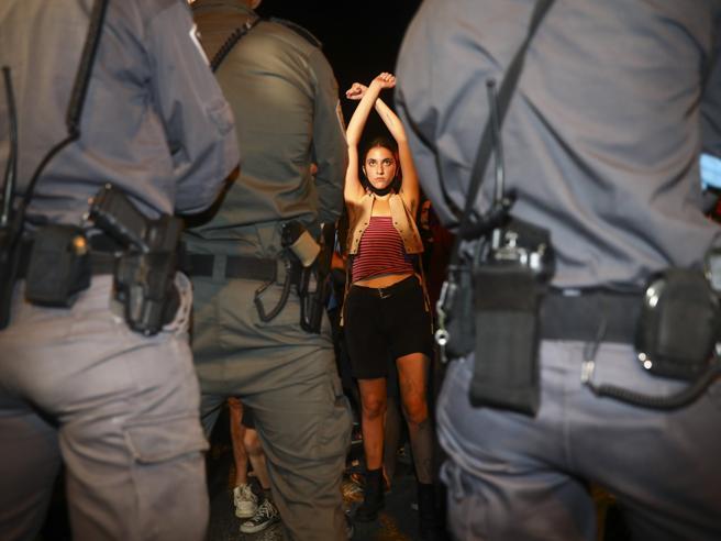 Israele, i ragazzi di Bibi vanno in piazza. E il leader li chiama vandali