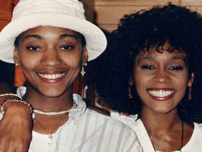 Whitney Houston e Robyn Crawford, un amore struggente tenuto nascosto per paura dei pregiudizi