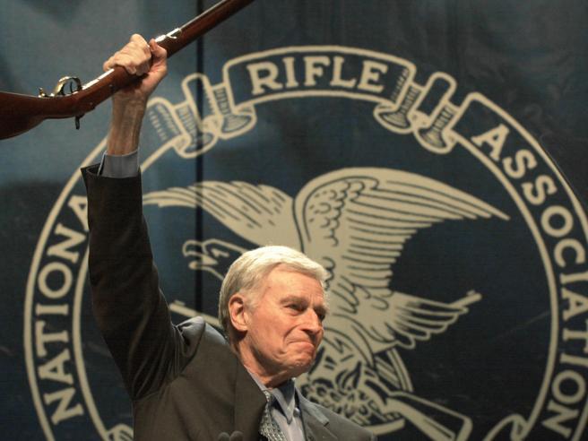 «Nra va sciolta»: lo stato di New York contro la lobby delle armi