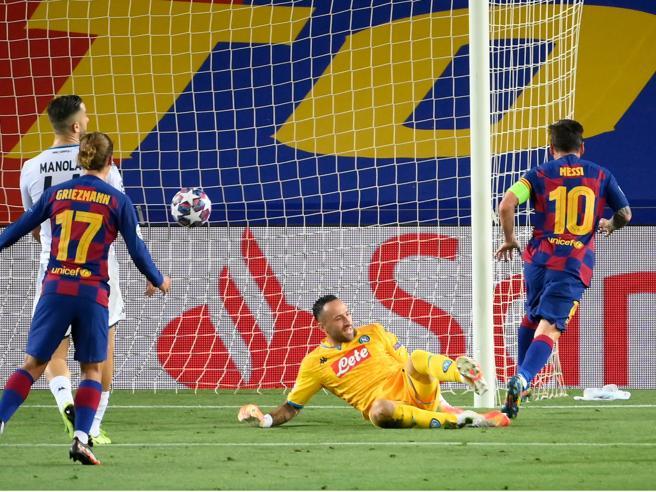 Il  Napoli sconfitto dal Barcellona 3 1 è   fuori dalla Champions League