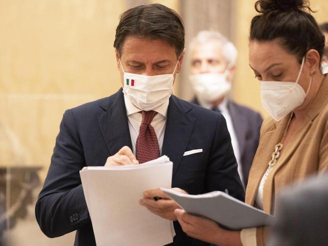Conte: «Vaccino per il Covid? Non sarà obbligatorio. Tunnel per lo stretto di Messina»