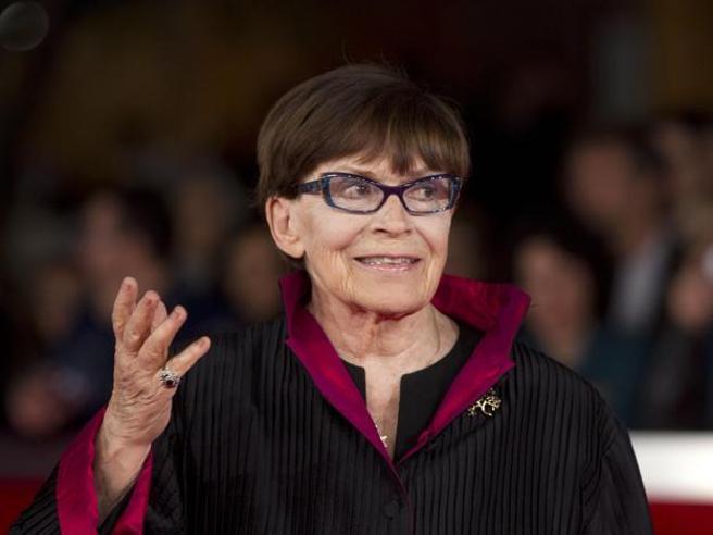 Al Teatro Argentina lunga fila per ultimo saluto a Franca Valeri