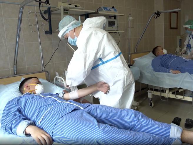 Il vaccino russo: «Registrato violando le regole scientifiche»