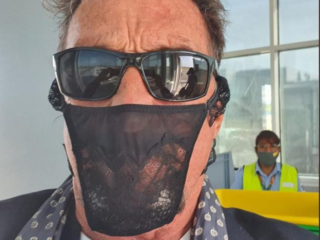 Arrestato McAfee, il fondatore dell'antivirus: indossava un tanga come mascherina