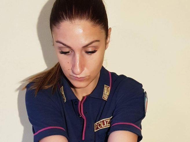 Arianna, la poliziotta sospesa per un tatuaggio (che aveva già cancellato): «Ho pagato la sincerità»
