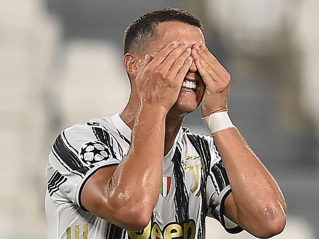 «Cristiano Ronaldo in vendita». Il biografo di CR7 convinto: «La Juve vuole risparmiare 85 milioni e lo offre a chiunque»