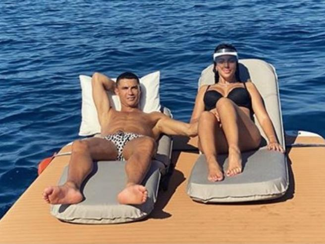 Calciatori, le vacanze social ai tempi del Covid: Donnarumma in Sardegna, Ronaldo in Liguria, Totti a Capri e Sabaudia