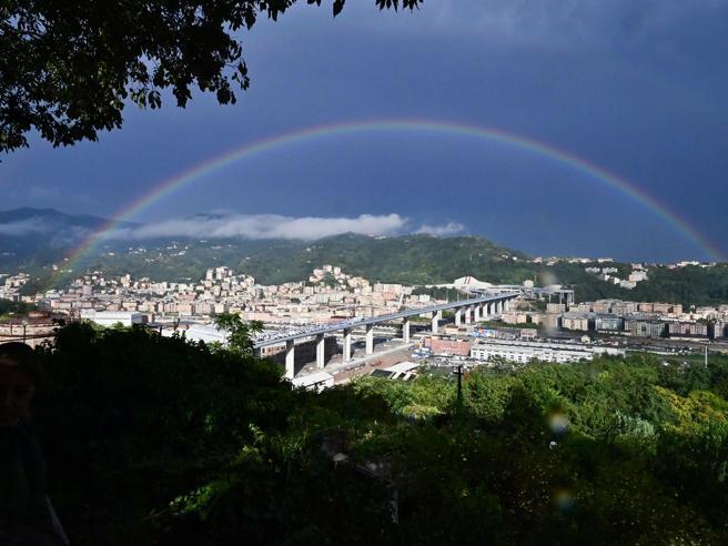 Ponte Morandi, la commemorazione Conte: «Mai dimenticare le vittime»Lo speciale: dal crollo alla rinascita