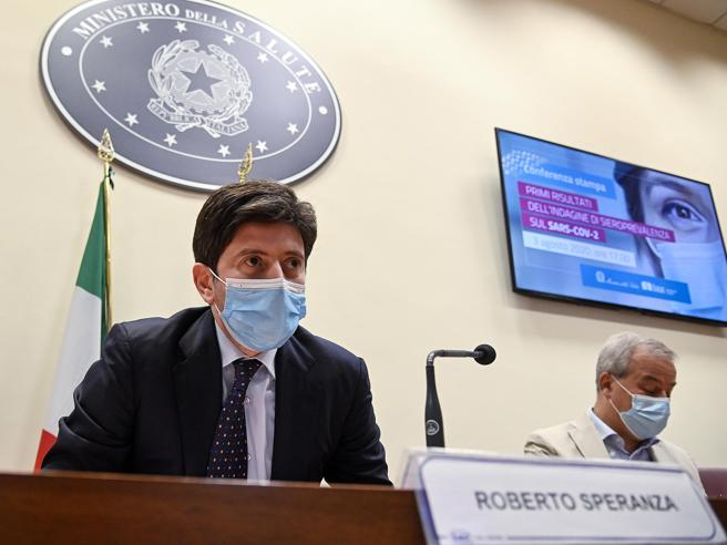 Coronavirus, Speranza: «Dati preoccupanti, rialziamo l'attenzione. Ai giovani chiedo massima cautela»