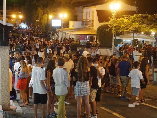 Covid in Sardegna, la paura dei turisti: «Troppa confusione, in certe zone c'è un liberi tutti»