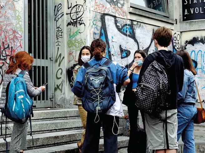 Scuola, il piano degli esperti: più posti sugli autobus e per gli studenti mascherine di stoffa