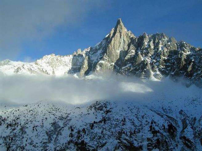 Montagne incontaminate? Adesso nevica plastica: ogni anno ne cadono 25 chili