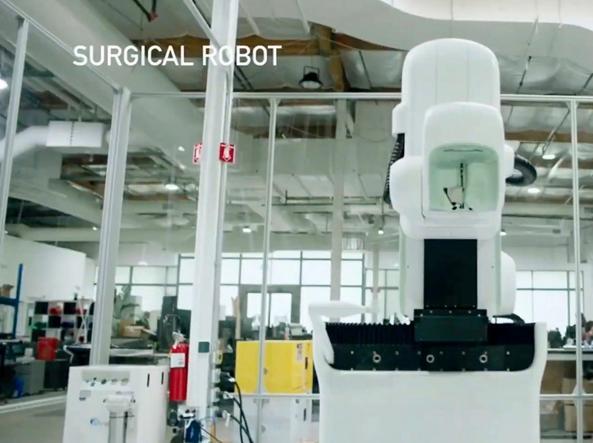 Il robot capace di collocare i sensori nella corteccia cerebrale