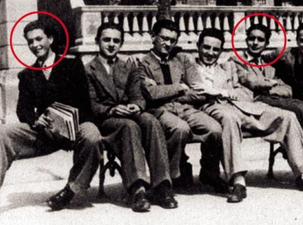 Eugenio Scalfari (primo da sinistra) con, tra gli altri, Italo Calvino (a destra)