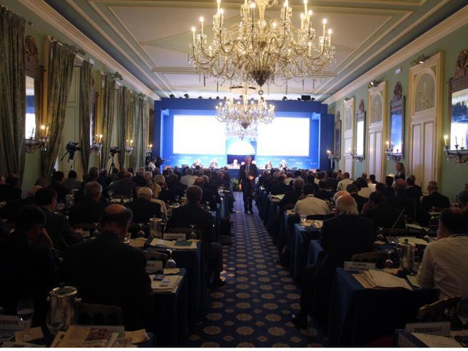 Cernobbio, l'ologramma di politici ed economisti assenti per Covid al forum Ambrosetti