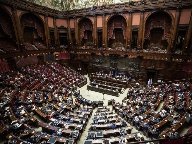 Referendum costituzionale del 2020 sul taglio dei parlamentari: come funziona e le ragioni del Sì e del No