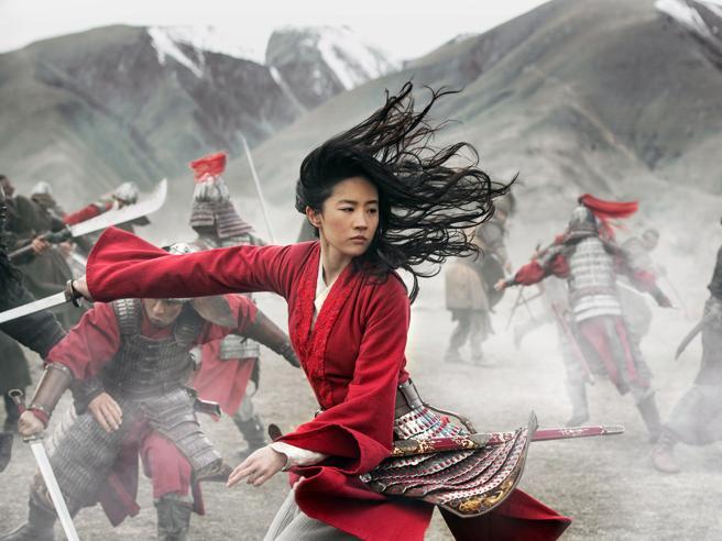 Hong Kong, gli attivisti: la vera Mulan è fra noi, boicottiamo il film Disney