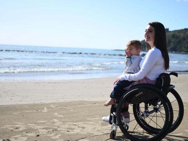 Laura, mamma su due ruote: «Se ce l'ho fatta io, tutti possono farcela»