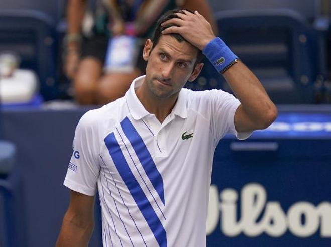 Djokovic squalificato: quando il tennista perde la testa e viene cacciato (c'è anche un italiano)