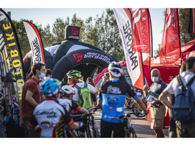 Sfilano le nuove biciclette: la Trek per Nibali, in città con le e-bike dalle ruote «grasse»