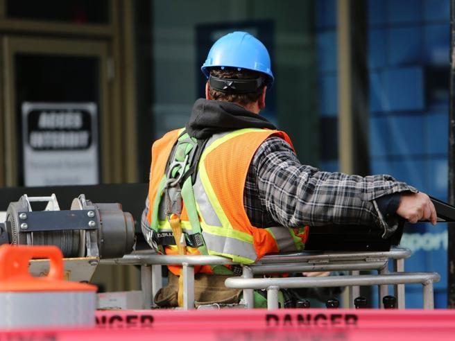 Licenziamenti,  siamo davvero  al sicuro? Ecco chi rischia di perdere il lavoro prima del 31 dicembre