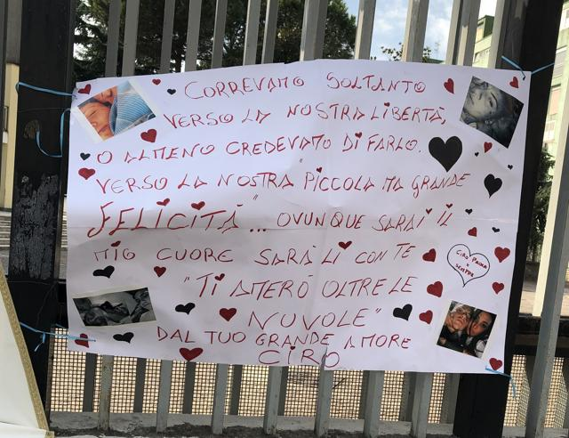 Caivano, il funerale di Maria Paola Gaglione. Il messaggio di Ciro:  «Il mio cuore sarà lì con te»