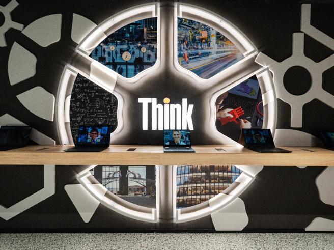 A Milano apre lo Spazio Lenovo: l'Italia scelta per il primo concept store, dove la tecnologia viene anche spiegata