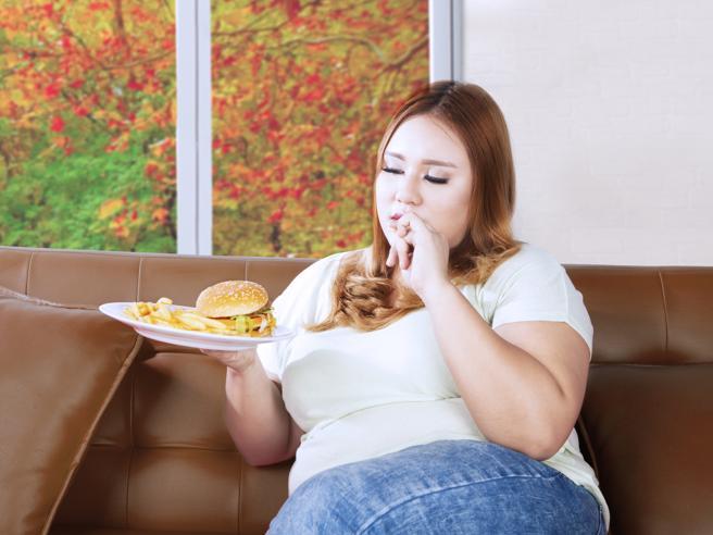 Come aiutare una figlia di 16 annia combattere il sovrappeso?