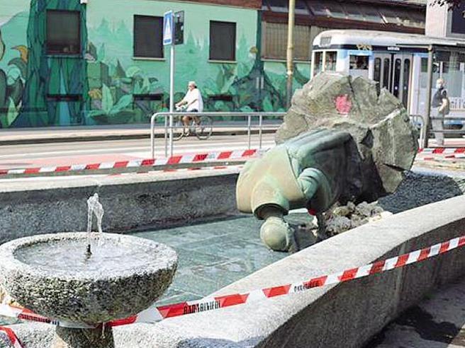 Vandali contro la statua di Sant'Antonio
