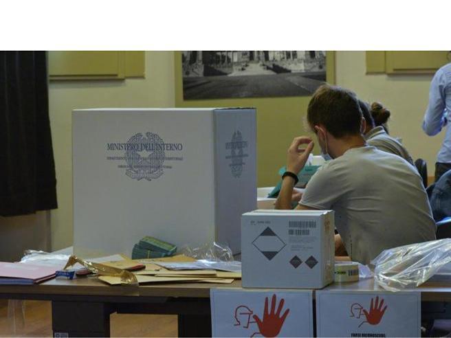 Elezioni: gel, corsie preferenziali e mascherine obbligatorie ai seggi