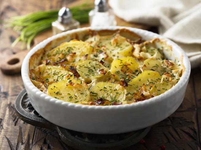 Dal gratin di patate alle penne col tonno, 15 ricette super facili da fare al forno