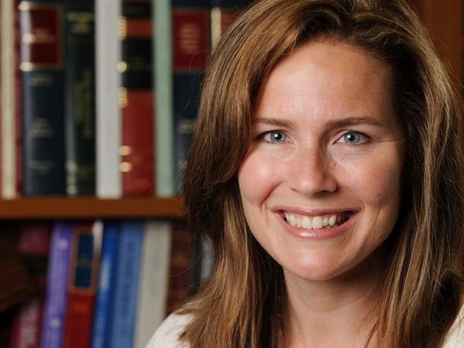 Chi è Amy Coney Barrett, favorita di Trump per prendere il posto di Ruth Bader Ginsburg alla   Corte Suprema