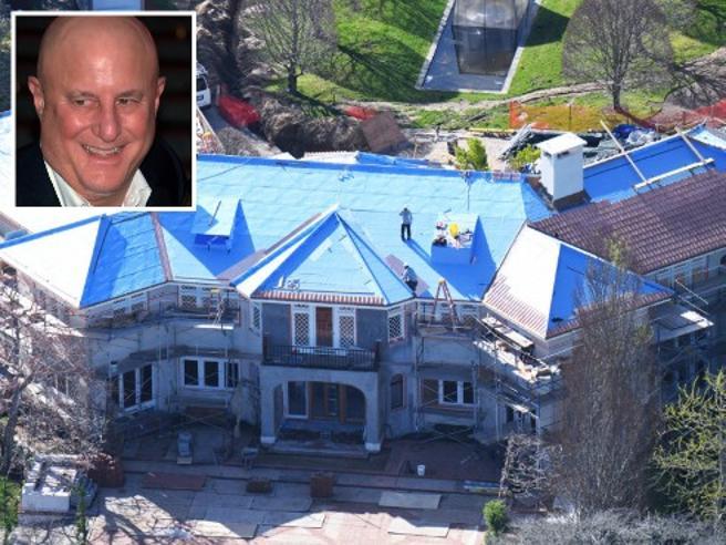 Ville, yacht, jet privato: il miliardario Ron Perelman, re di Revlon, vende tutto