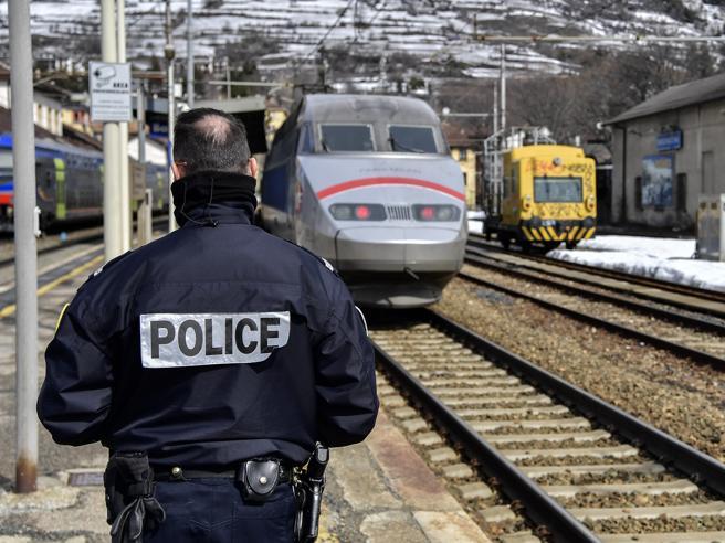 Covid, obbligo di tampone per chi arriva da Parigi  e da  zone francesi  a rischio| Il testo Allentate   restrizioni a scuola