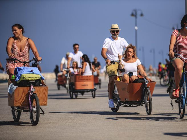 I passeggeri seduti nel «trasportino» È l'ora delle Cargo-bike