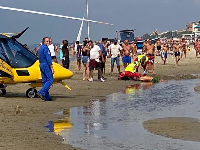 Ore 10.40, terrore in spiaggia Colpi di pistola fra i bagnanti