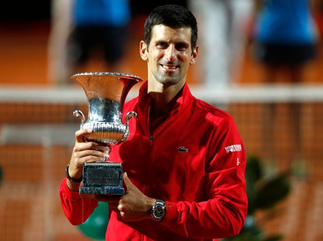 Internazionali di tennis, vince Djokovic: battuto in 2 set Schwartzman