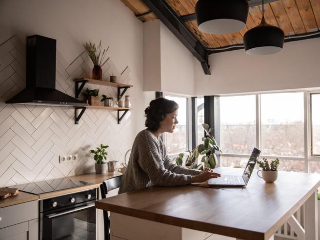 Smart working, cosa cambia dal 16 ottobre? Le nuove regole per lavoratori e genitori