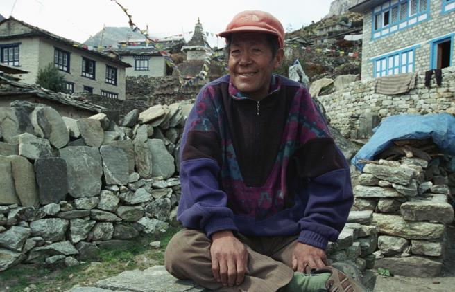 Il Nepal saluta Ang Rita, il re dell'Everest