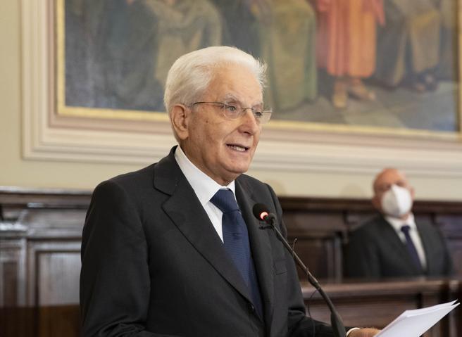 Mattarella dopo le parole di Johnson: «Anche noi italiani amiamo la libertà ma abbiamo a cuore anche la serietà»