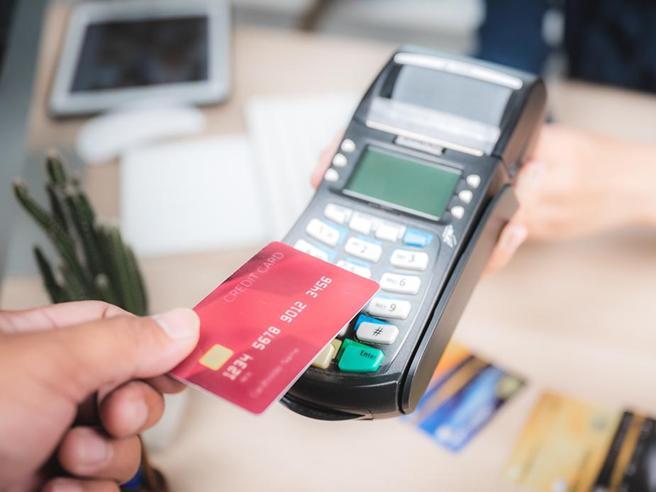 Pagamenti elettronici |  piano per un   «cashback» da 300 euro  E super premio da 3 000