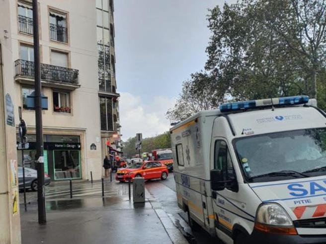Parigi, attentato vicino alla vecchia sede di Charlie Hebdo