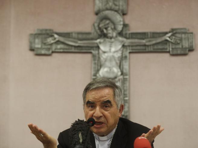 Il cardinal Becciu: «Accuse surreali, spero che Papa Francesco non si faccia manovrare»